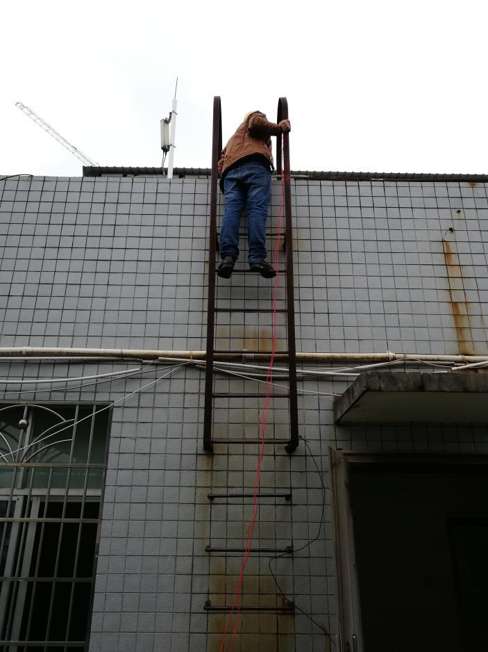 屋顶爬梯接地电阻测试